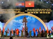 """越南与柬埔寨""""同饮湄公河水情谊深""""军队青年晚会在胡志明市举行"""