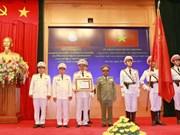越南公安部荣获老挝国家的荣誉勋章