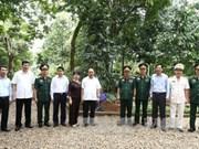 阮春福总理走访胡志明主席陵管理委员会和K9遗迹区