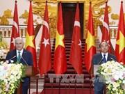 土耳其总理:越土关系发展潜力仍巨大