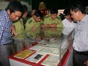 """""""越南黄沙和长沙两个群岛——历史证据和法律依据""""图片资料展亮相隆安省"""