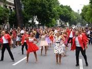 首次国际狂欢节在河内市步行街区热闹登场