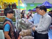玉玲人参集市首次在越南广南省举行