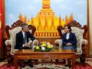 旅居老挝越侨捐款帮助老挝台风受灾灾民