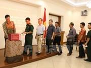 在印尼越南人捐款支持国内受灾群众 协助实现丁有余记者的梦想