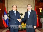 胡志明市市委书记阮善仁会见老挝政府副总理宋赛•西潘敦
