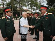 阮富仲总书记与第四军区司令部举行工作会谈