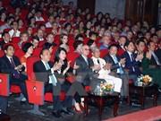 越南政府总理阮春福出席俄罗斯十月革命艺术交流晚会