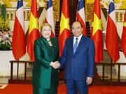 政府总理阮春福会见智利总统米歇尔·巴切莱特·赫里亚