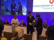 东盟与中国香港签署自贸和投资协定