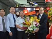 越南教师节:感恩老师和走访慰问老师活动陆续举行