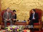 越共中央对外部部长黄平君会见奥地利工会联合会代表团