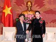 越南国会主席阮氏金银会见新加坡驻越大使凯瑟琳