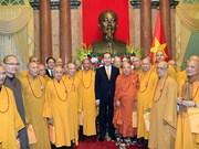 国家主席陈大光会见越南佛教协会代表团