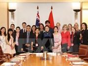 国会主席阮氏金银会见在越南学习的澳大利亚大学生