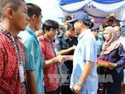 菲律宾总统出席被捕越南渔民和渔船押送交接仪式