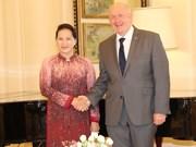 国会主席阮氏金银会见澳大利亚总督考斯格鲁夫