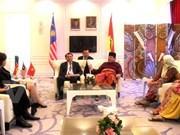 越南共产党代表团出席马来民族统一机构第71次代表大会