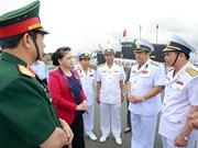 越南国会主席阮氏金银探访金兰军事基地