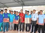 越南驻印大使馆对暂被扣留的越南渔民进行领事探访