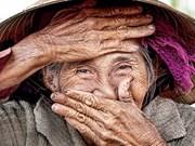 法国摄影师雷哈恩摄影作品《隐藏的微笑》售价达3万美元