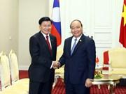 政府总理阮春福会见老挝总理通伦·西苏里