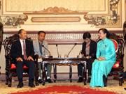 胡志明市领导会见老挝国会经济技术与环境委员会代表团