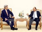 越南政府总理阮春福会见美国前国务卿约翰•克里