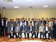 越南政府总理阮春福与国内新闻媒体机构领导举行见面会