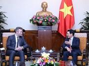 政府副总理兼外交部长范平明会见欧洲事务及外交部长国务秘书勒莫瓦纳