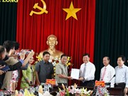 越南永隆省与柬埔寨磅士卑省加强团结友谊