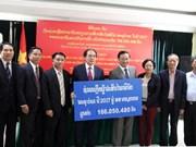 老挝人民捐款援助越南受灾群众