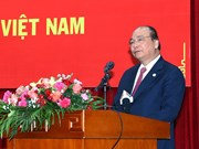阮春福和老挝政府总理通伦·西苏里同旅老越南人共迎新春