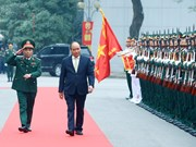 政府总理阮春福检查首都河内司令部的随时战备工作