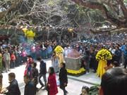 春节假期期间四面八方游客前往全国各地著名遗迹参观游览