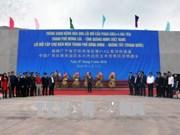 越南芒街—中国东兴互市便民临时浮桥建成试通车