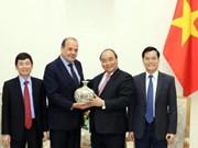 越南政府总理阮春福会见智利驻越大使克劳迪奥·德·内格里
