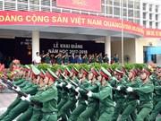 英国国防部向越南两所军事学院赠送英语教材