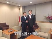 外交部副部长裴青山会见日本外务副大臣政务官堀井岩