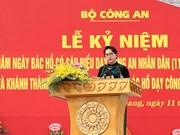 越南人民公安干部战士践行胡志明主席的6条教导