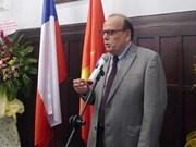 """智利驻越南大使荣获""""致力于各民族和平友谊""""纪念章"""
