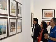 """""""世界各国风土人情""""图片展有助于增进越南人民与国际友人的团结"""