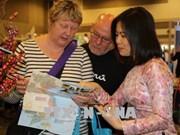 越南展位在渥太华国际旅游度假展上给游客留下深刻印象