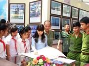 """""""黄沙与长沙归属越南:历史证据和法律依据""""资料图片展在清华省举行"""