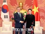 越南国会主席阮氏金银会见韩国总统文在寅