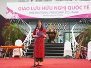 向国际组织代表和各国大使介绍河内文化和名胜古迹