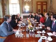 荷兰众议院议长举行仪式欢迎越南国会主席阮氏金银到访 双方举行会谈