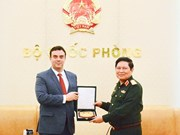 国防部部长吴春历会见以色列驻越大使