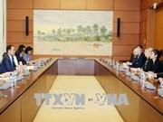 加强越南国会代表与美国议员的合作关系