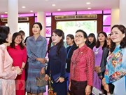GMS国家领导人夫人探索越南文化遗产以及越南妇女的生活